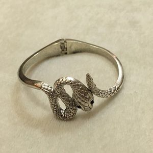 NWOT silver tone snake cuff bracelet 🐍🐍